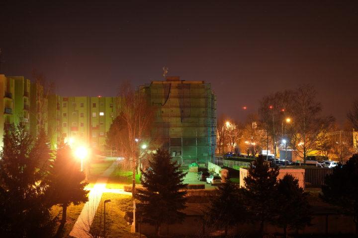 Hoya Red Enhancer blocks city headlamps artificial light.